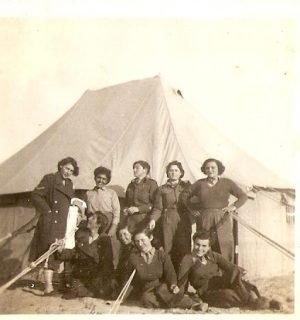 חיילות מתנדבות מאלבום התמונות של אילנה אביבי, מתוך אתר פיקיויקי